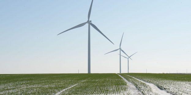 Investasikan dalam baterai kendaraan listrik, teknologi air, dan aplikasi kripto untuk mengatasi gelombang hijau, kata UBS