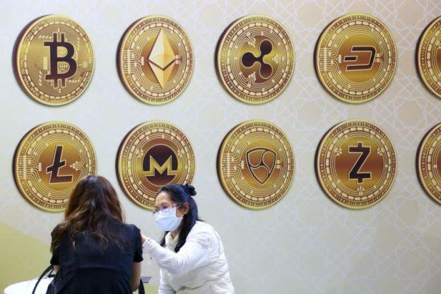 Schwab mengatakan membutuhkan kejelasan peraturan tentang crypto sebelum penawaran apa pun
