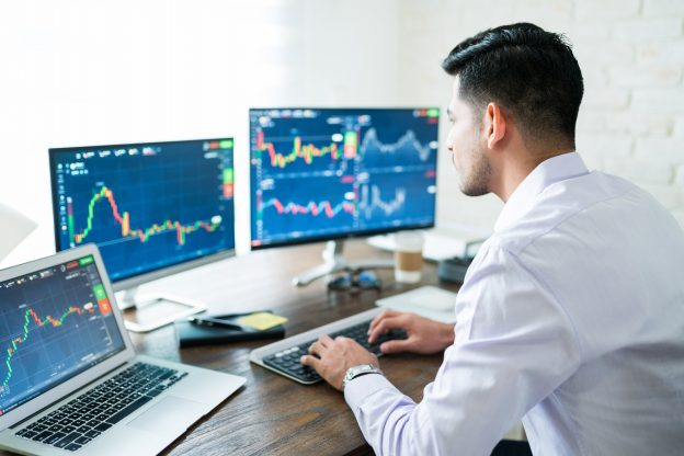 Saham Crypto yang Lebih Baik: Coinbase Global vs. Silvergate Capital