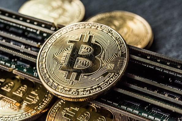Penjualan kripto adalah sebuah peluang, kata dua pedagang. Apa yang akan mereka beli?