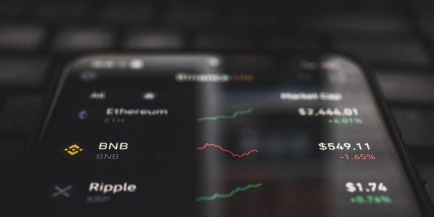 Bitcoin Jatuh karena Regulator Menargetkan Akun Crypto dengan Hasil Tinggi