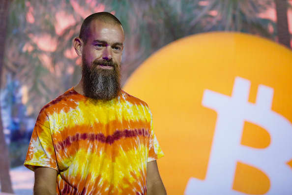reli bitcoin, pakar mata uang digital Amazon, penyelidikan tether